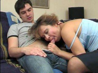 Худой сынок трахает толстую маму в разработанную киску