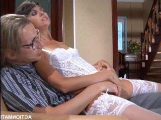 Порно худенькая развратница соблазнила скромника
