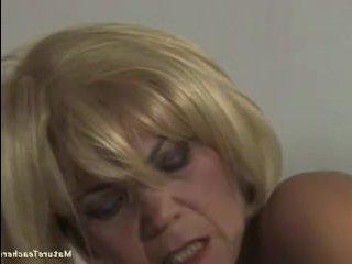 Старушка-учительница трахается с учеником